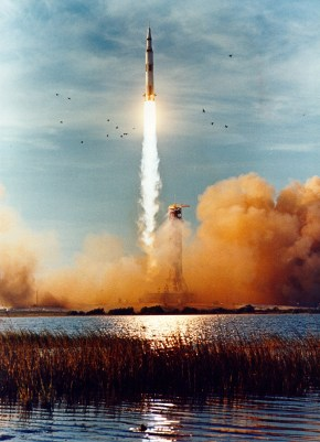 apollo_8_liftoff