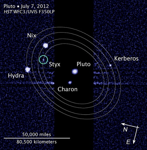 Pluto_moon__with_moons'_orbits