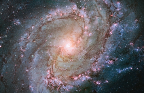 Hubble_view_of_barred_spiral_galaxy_Messier_83